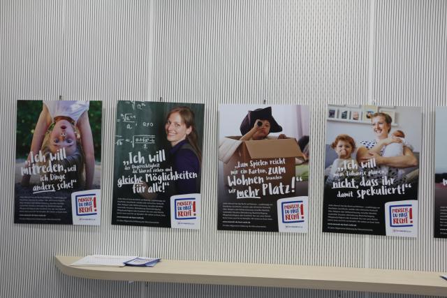 "Plakatausstellung ""Mensch, Du hast Recht!"" geht auf Wanderschaft durch Baden-Württemberg"