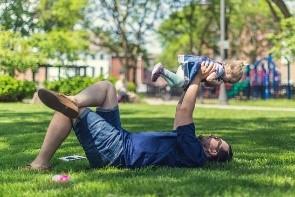 Deutscher Verein fordert: Väter in die Familie