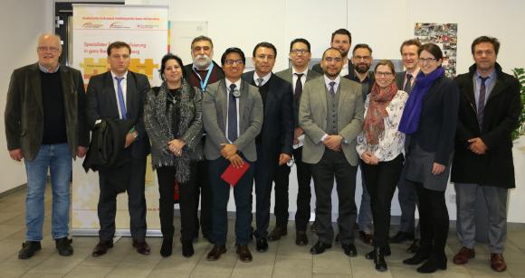 """""""Schwitzen statt Sitzen"""" Leuchtturmprojekt in der Straffälligenhilfe beeindruckt Delegation aus Südamerika"""